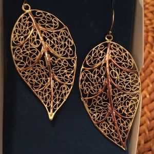 NWT Avon Leaf Earrings